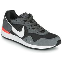 Shoes Men Low top trainers Nike VENTURE RUNNER Black / Grey / White