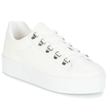 Shoes Women Low top trainers André CROCHET White